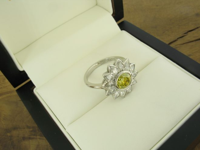 yellow-diamond-daisy-ring-in-box