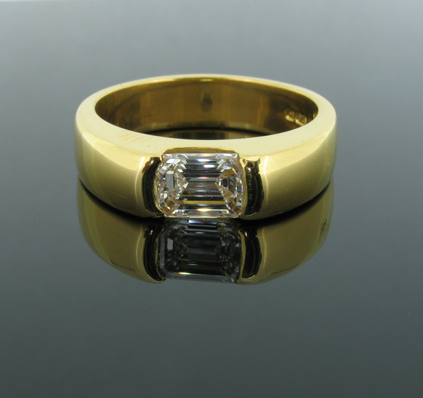 Emerald cut gents signet ring in 18ct gold